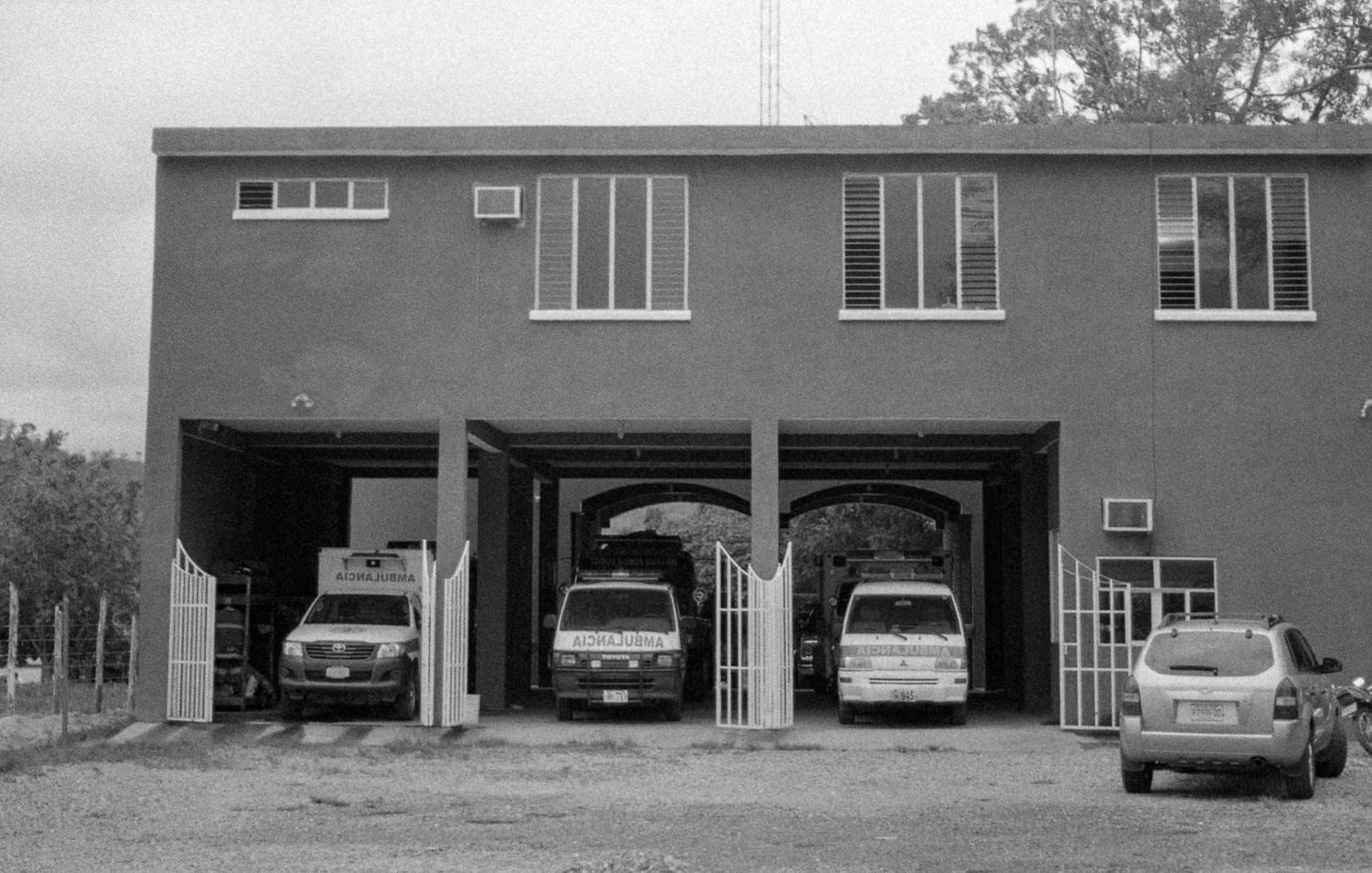 Estación de Bomberos Voluntarios de Guatemala con Ilford HP5 Plus 400