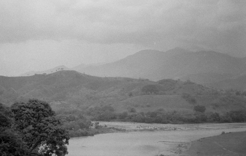 Panoramica de rio Motagua con Ilford HP5 Plus 400