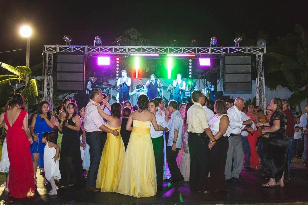 Comenzó la fiesta por FM de Zacapa en boda de Itzell y Pichi